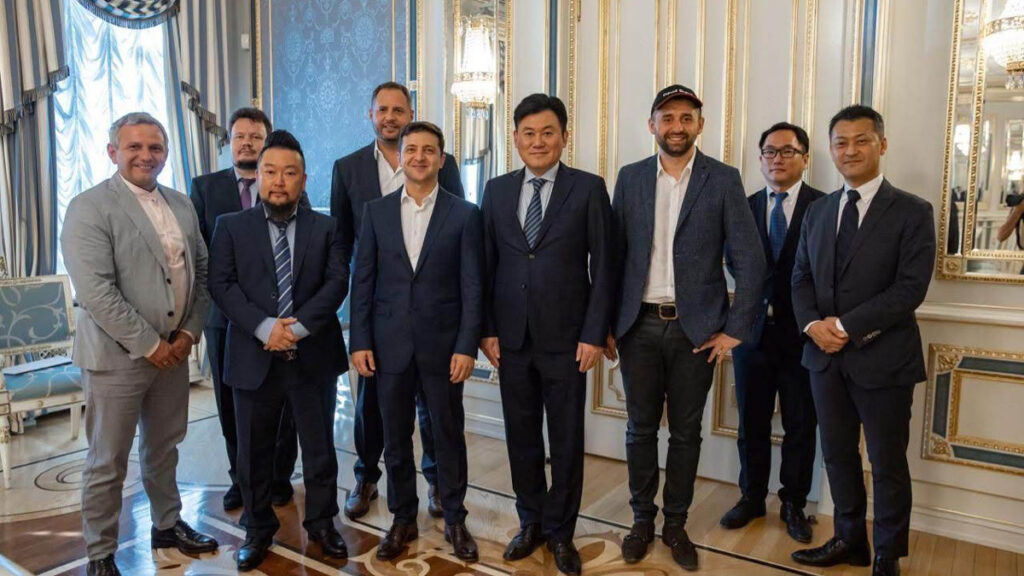 The newly elected President of Ukraine met with the founder of Rakuten